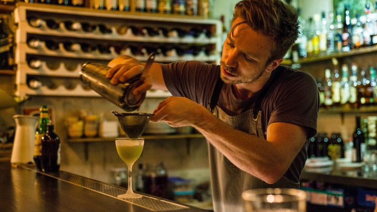 Bar staff Hospitality Staff Salaries earnings working holiday visa holders